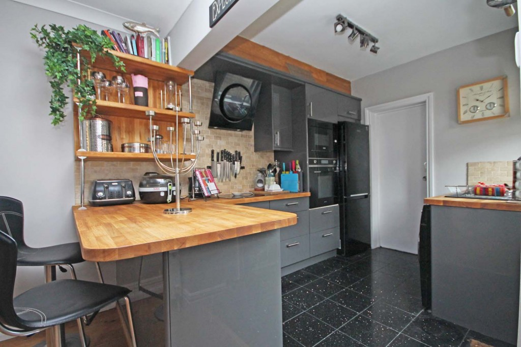 http://brookindependent.co.uk/wp-content/uploads/2018/06/kitchen-area-2-wpcf_1024x683.jpg