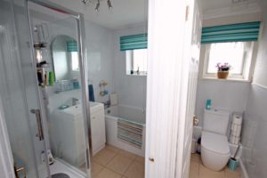 http://brookindependent.co.uk/wp-content/uploads/2018/07/Bathroom-and-Toilet-1024x682.jpg