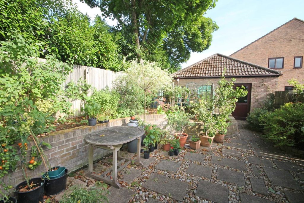 http://brookindependent.co.uk/wp-content/uploads/2018/08/side-garden-2-1024x683.jpg
