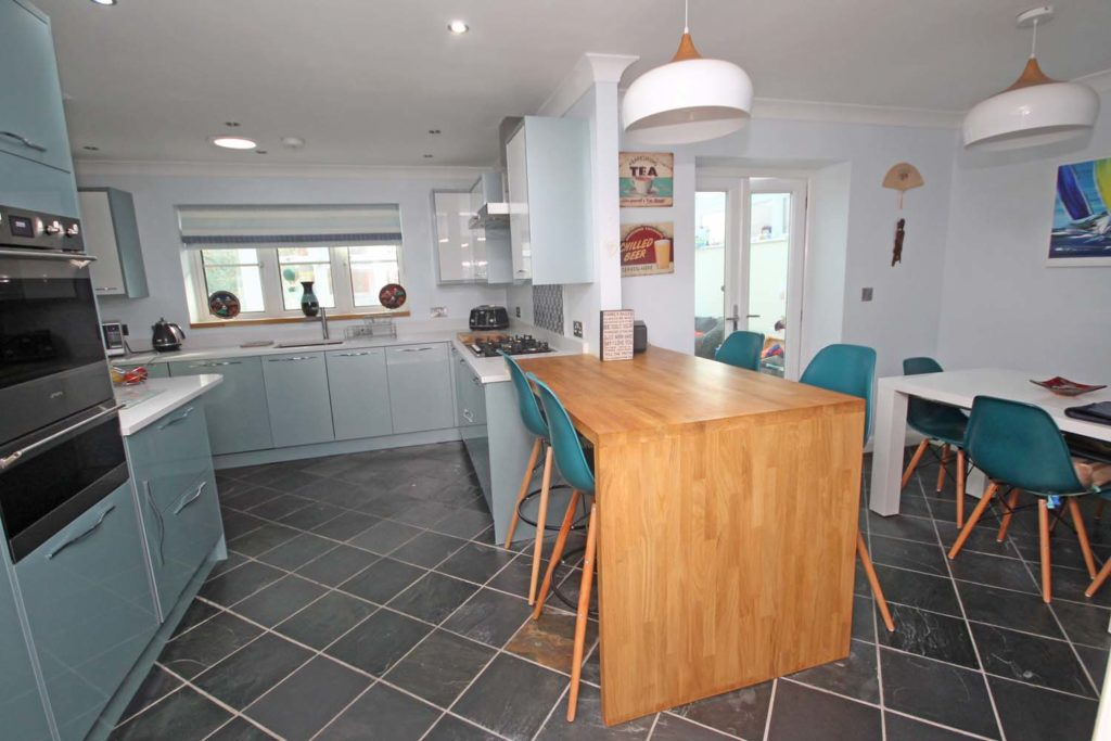 http://brookindependent.co.uk/wp-content/uploads/2018/10/kitchen-dining-room-overview-1024x683.jpg