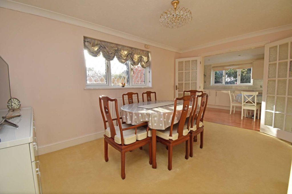 http://brookindependent.co.uk/wp-content/uploads/2018/12/JH-dining-room-1024x683.jpg