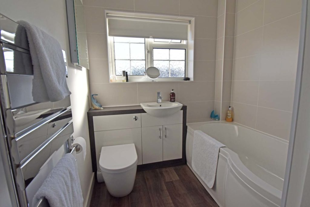 http://brookindependent.co.uk/wp-content/uploads/2019/01/CW-Bathroom-1024x683.jpg