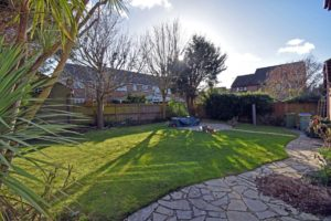 http://brookindependent.co.uk/wp-content/uploads/2019/02/Chine-Close-Rear-garden-sunny-1024x682.jpg