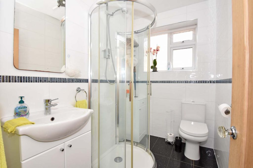 http://brookindependent.co.uk/wp-content/uploads/2019/04/BL-Shower-room-1024x683.jpg